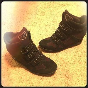 Black Skechers hidden wedge sneaker